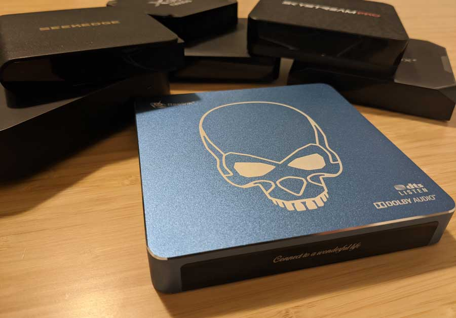 Beelink GT-King Pro next to generic, black Android boxes