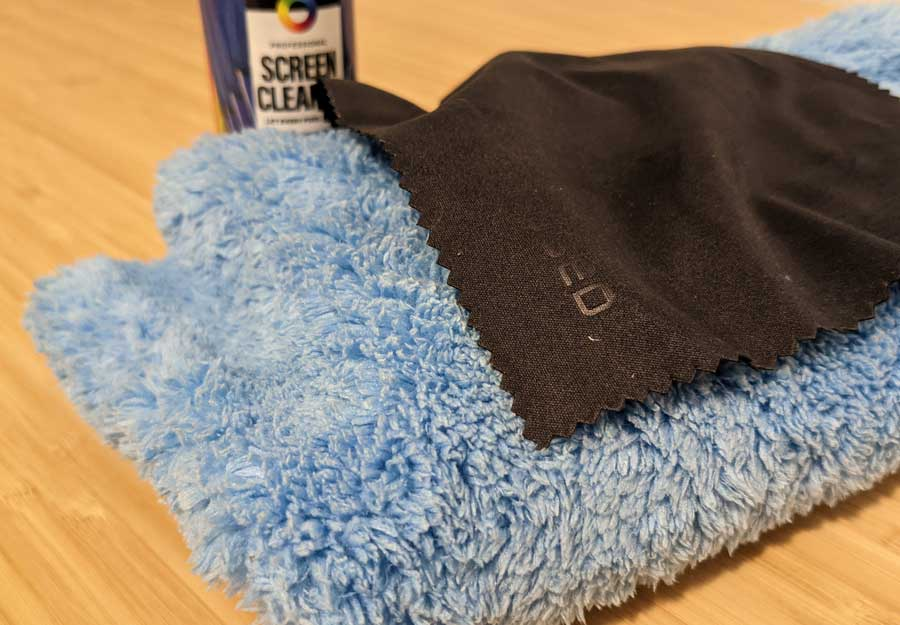 How to clean smart TV screen: microfiber cloths and screen cleaner